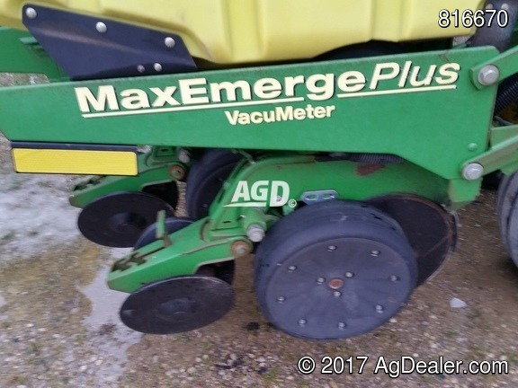 Gallery image 8 for Used 2001 John Deere 1780 Planter